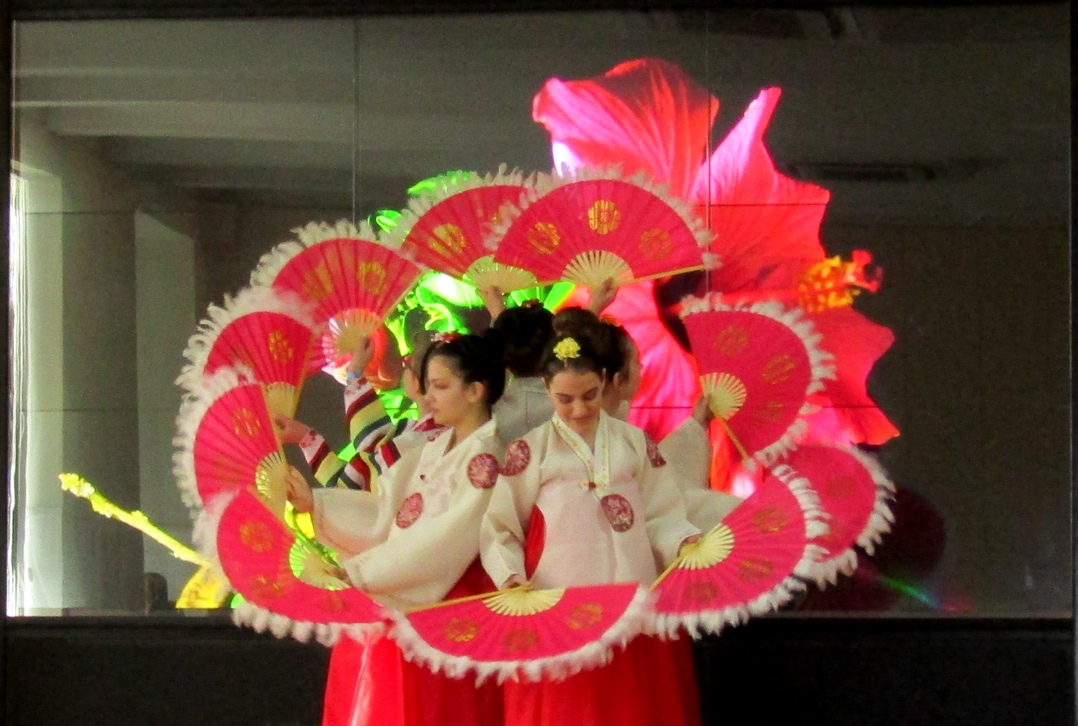 "A Colorful and Picturesque Korean Festival at ""William Gladstone"" Secondary School"